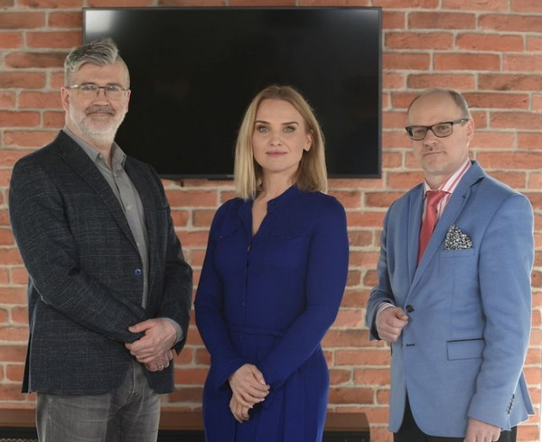 """Piotr Mosak, Magdalena Chorzewska i Bogusław Pawłowski w programie """"Ślub od pierwszego wejrzenia"""", foto: TVN Discovery"""
